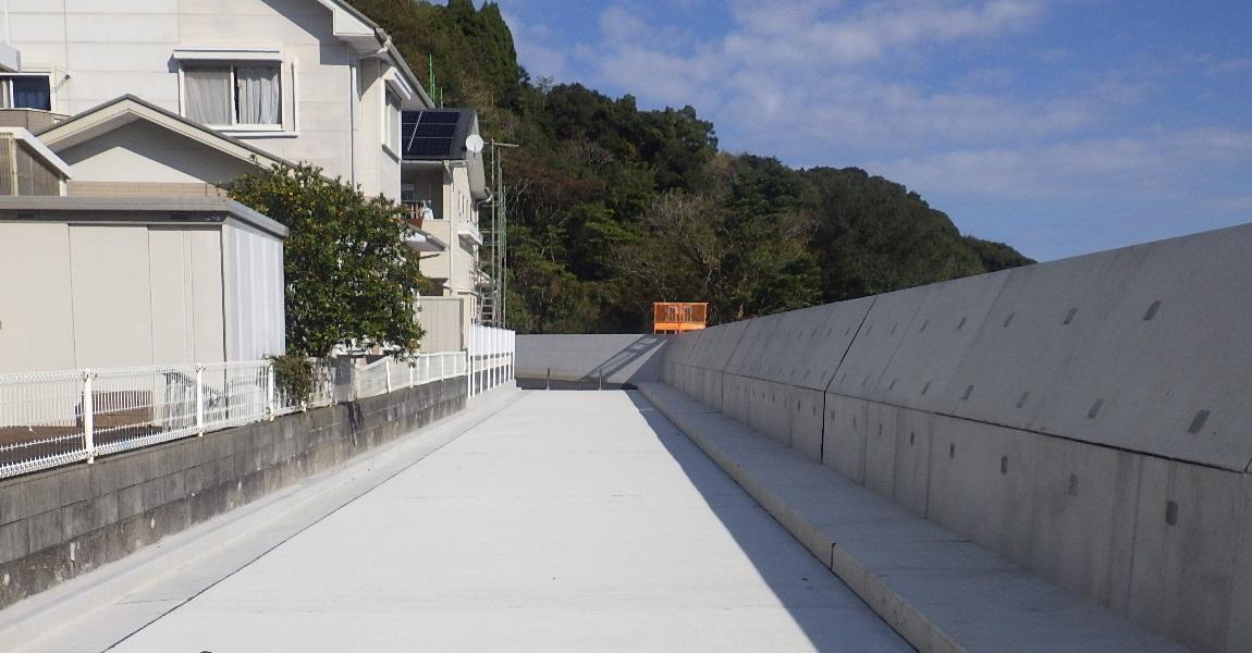 平成30年度 土々呂漁港海岸 護岸水叩き舗装工事